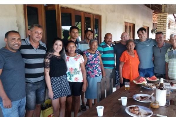 Prefeito Roger é recepcionado por família após recuperar estrada na zona rural de José de Freitas